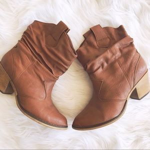 Charles Albert Boots Size 8